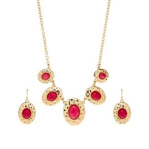 NWT Oval Stone Gold Necklace and Earring Gift  Set
